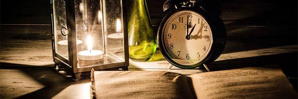 o quarto alugado de ricardo belo de morais lâmpada na mesa - O Quarto Alugado, de Ricardo Belo de Morais